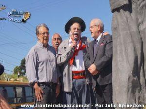 Inauguração da Estátua, localizada na entrada de Santana do Livramento, em homenagem ao ícone tradicionalista Paixão Cortez. Imagem colhida pelo jornalista fotográfico Julio Reinecken